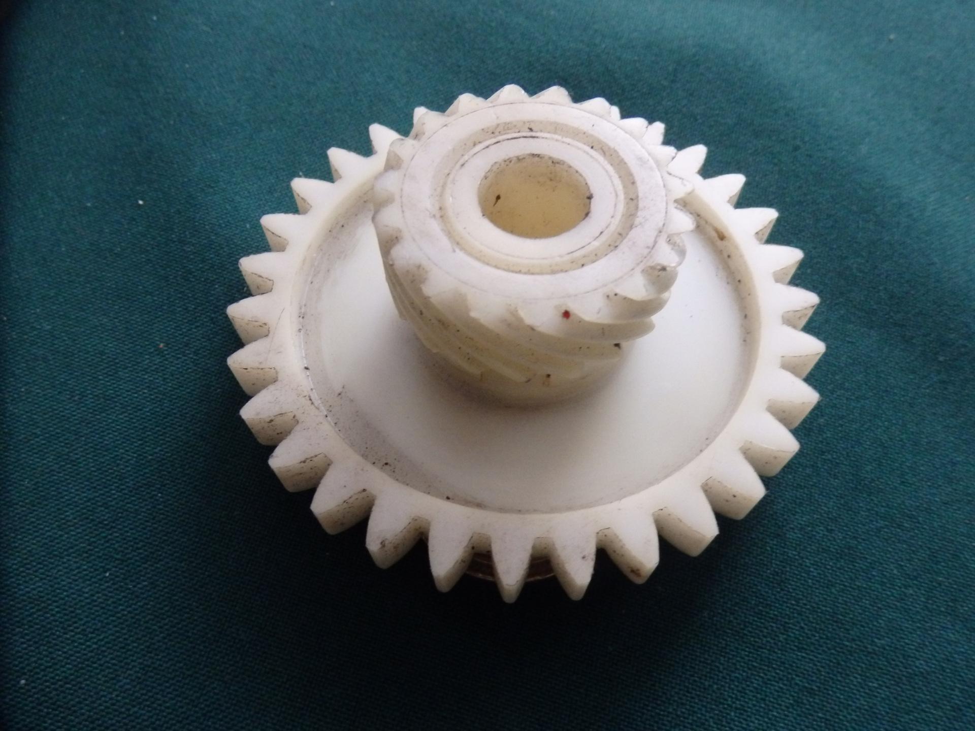 APRILIA AF1 Kilométer meghajto csiga fogaskerék 125 FUTURA - 5800 Ft